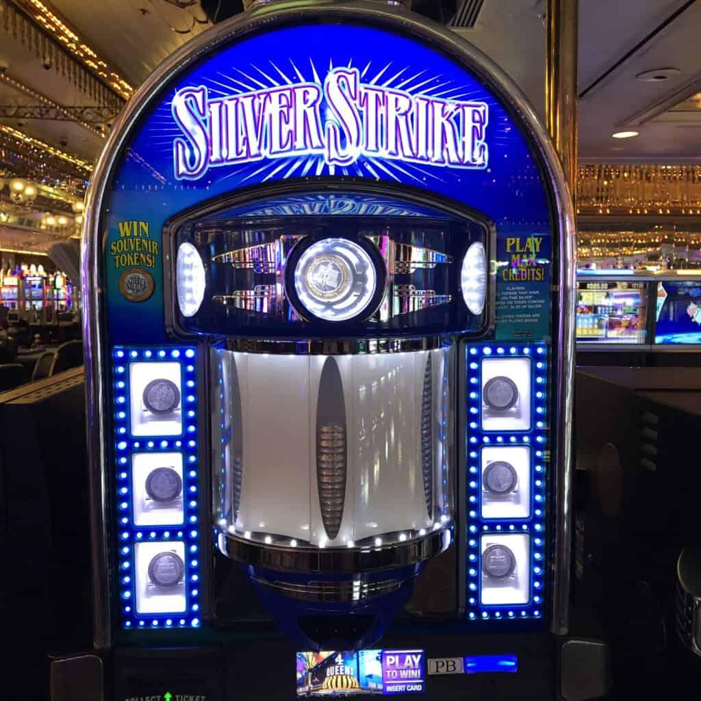 Silver Strike Slot Macine