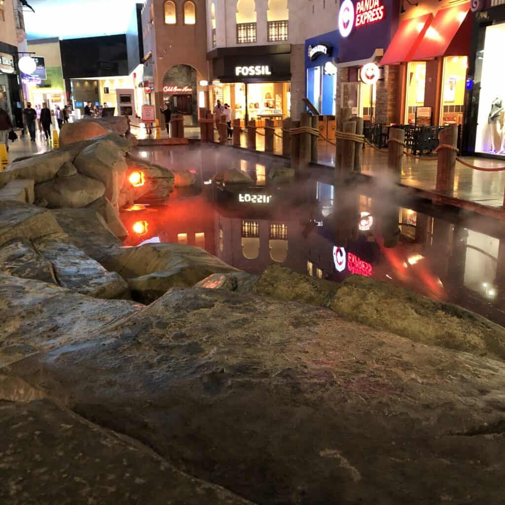 Free Rainstorm Show Pond at Planet Hollywood