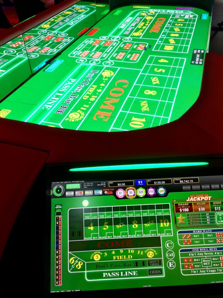 Roll to Win Craps Table