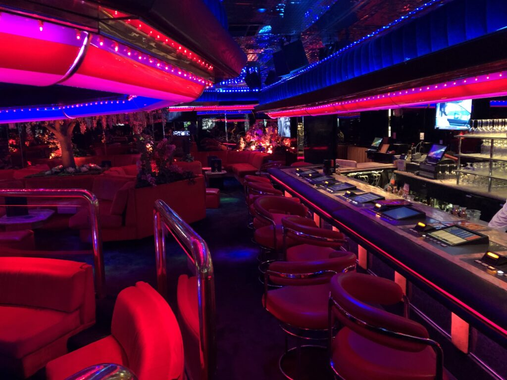 Seating and bar in Peppermill's Fireside Lounge